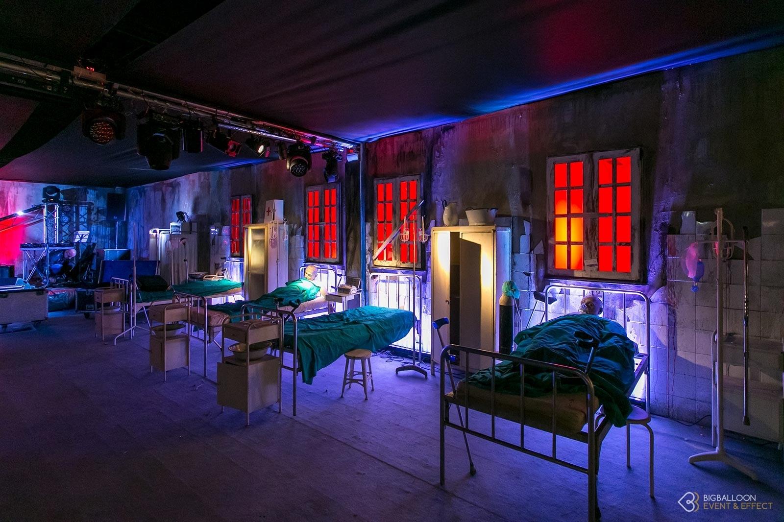 Scenografia ospedale psichiatrico con pezzi d'epoca e manichini - Halloween Party- BigBalloonGroup
